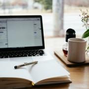Je wilt een nieuwe website laten maken maar weet niet goed waar je moet beginnen. Ik heb hiervoor een handig stappenplan gemaakt: in 12 stappen een nieuwe website.